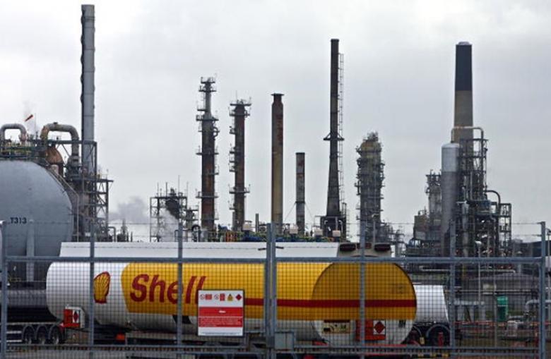 خفض الإمدادات يحد من هبوط أسعار النفط