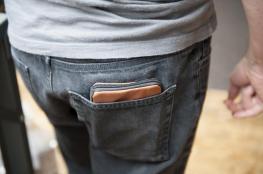 هل تضع محفظتك في الجيب الخلفي؟