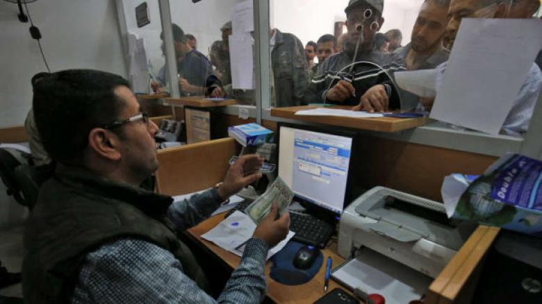 مالية غزة تعلن صرف مستحقات العاملين في الثانوية العامة