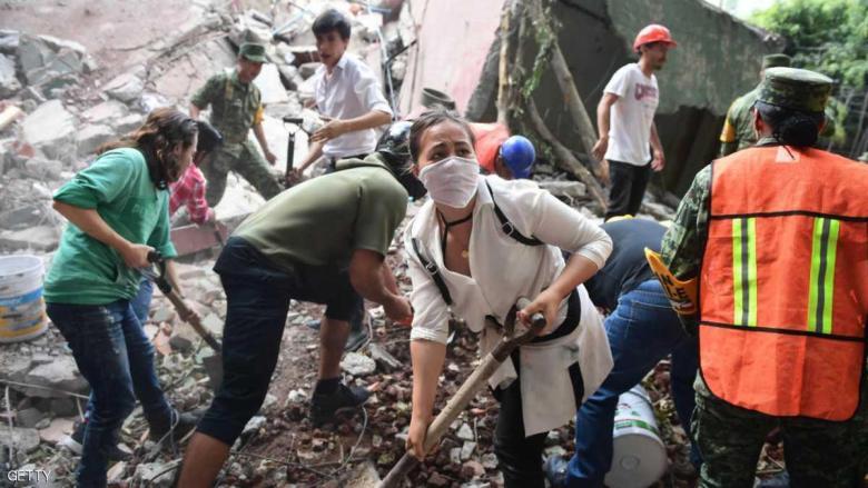 كارثة تدمي القلوب بمدرسة مكسيكية جراء الزلزال