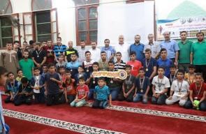 حماس تُكرم الفائزين بالأولمبياد المسجدي الأول بالنصيرات