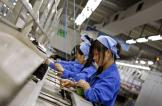 شركة صينية تبدل 60 ألفاً من عمالها بروبوتات