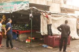 بلدية خانيونس تشرع بتنفيذ حملة لإزالة البسطات الثابتة