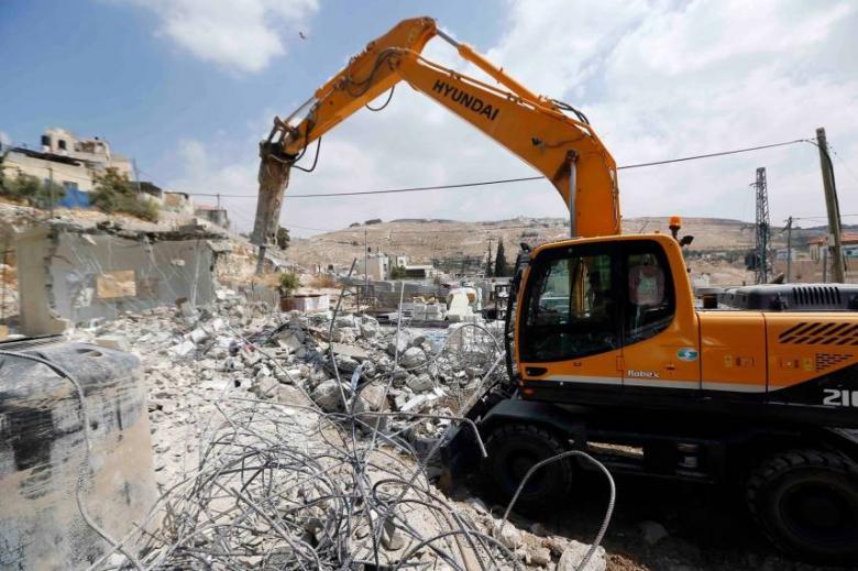 الاحتلال يهدم منشآت في يطّا بالخليل