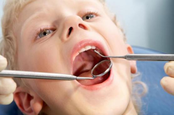 عادات سيئة تتلف أسنانك تجنبها