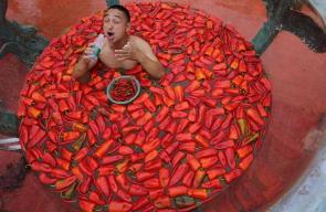 مسابقة لأكل 50 قرن فلفل حار خلال دقيقة بالصين