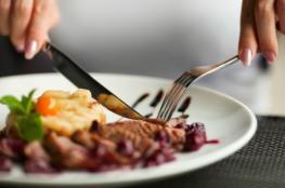 تناول الطعام ببطءٍ يرتبط بوزن أقل