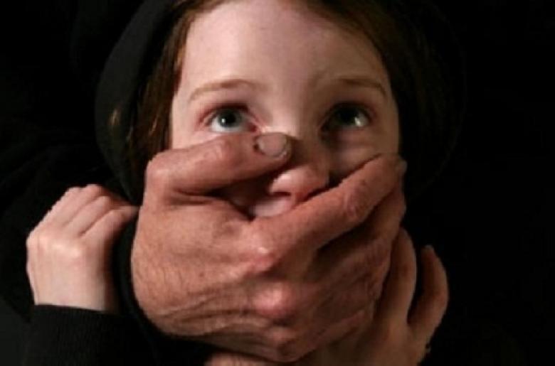 أم تخنق طفلتيها حتى الموت في مكة.. والسبب صادم !!