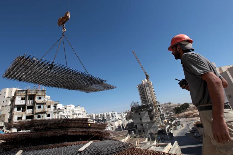 """القناة العاشرة: مقاولو البناء في ورطة حقيقية بـ""""إسرائيل"""""""