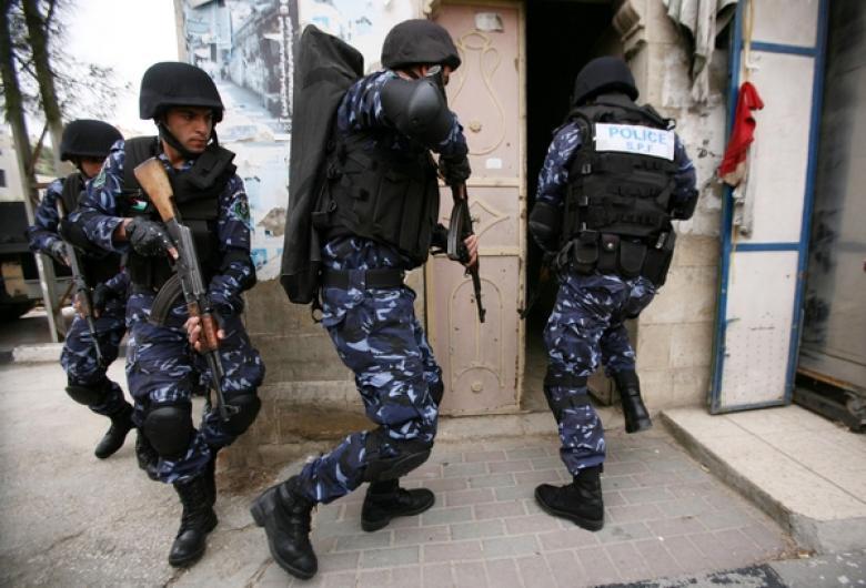 شرطة طولكرم تتلف أجسام مشبوهة