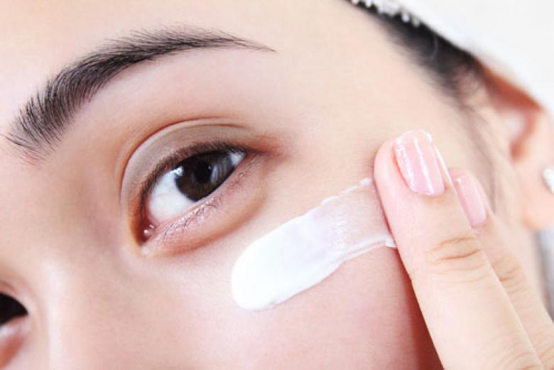 نصائح للتخلص من انتفاخ أسفل العينين