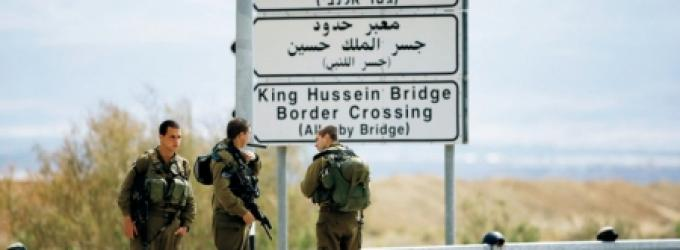 الاحتلال يمنع سفر 26 مواطنًا عبر معبر