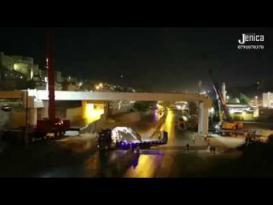لحظة سقوط جسر الباص السريع في الأردن