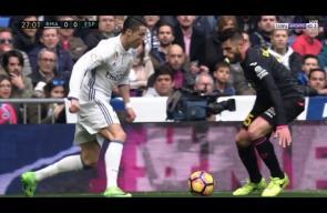 لقطة عالمية من كريستيانو رونالدو أمام لاعب إسبانيول
