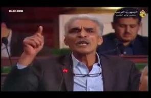نائب تونسي يمزق علم