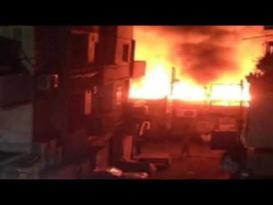 حريق هائل يلتهم أكثر من 20 محلًا بشارع البوستة بالزقازيق