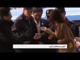 نائب رئيس شركة سامسونغ يقتاد مكبل اليدين للتحقيق