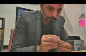 لبناني يحوّل أقلام الرصاص إلى أعمال فنية