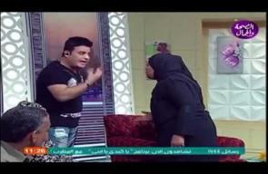 مذيع مصري يضرب الضيفة على الهواء
