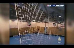 لحظة انهيار سقف صالة رياضية خلال مباراة