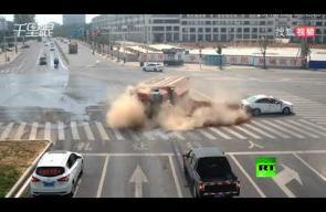 فيديو يحبس الأنفاس لحادث مروري في الصين