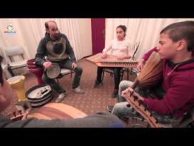طفل كفيف بغزة يتقن عزف الموسيقى