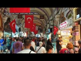 الأمطار تغمر أسواق اسطنبول وتجرف بضاعتها