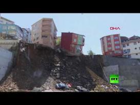 لحظة انهيار مبنى وسط اسطنبول
