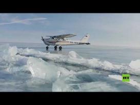 هبوط طائرة على بحيرة البايكال المتجمدة