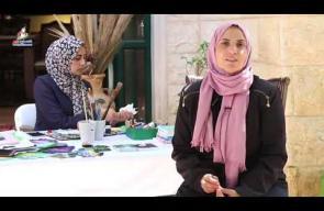 لين الحاج... فنانة تحول ورق العنب إلي لوحة فنية