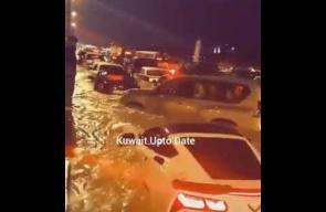 االسيول تغرق شوارع الكويت