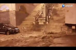 سيول جارفة بالعاصمة الجزائرية بعد تساقط أمطار طوفانية
