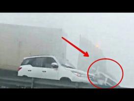 حادث تصادم 44 سيارة في الإمارات بسبب الضباب !!
