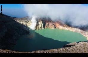 يبدو وكأنه واحة خضراء.. هذا البركان لا يُشبه غيره
