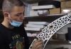 حمزة شاور من الخليل يصنع فانوس بمناسبة حلول شهر رمضان المبارك