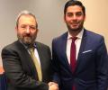مرشح للكونغرس الأمريكي من أصل فلسطيني يثير الجدل بصورة مع إيهود باراك