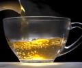 خمس طرق مدهشة لاستخدام الشاي الأخضر للحصول على بشرة متوهجة وشعر أكثر لمعانا