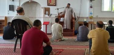 """""""الأوقاف"""" بغزة تؤكد على الالتزام بالإجراءات الوقائية خلال أداء صلاة الجمعة"""