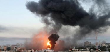 ثلاثة شهداء باستهداف مفاجئ لطائرات الاحتلال لمنزل وسط القطاع