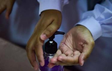 هل يمكن أن ينفجر معقم اليدين في سيارتك؟