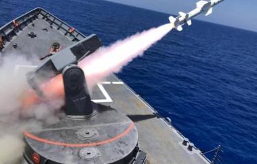 الجيش المصري يغرق سفينة في البحر المتوسط بضربة صاروخية واحدة