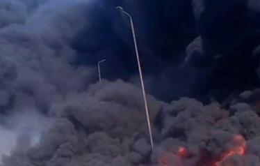 الحريق ألتهم عشرات السيارات وتسبّب في إصابات