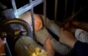 قوات الدفاع المدني أنقذت الطفل بأعجوبة