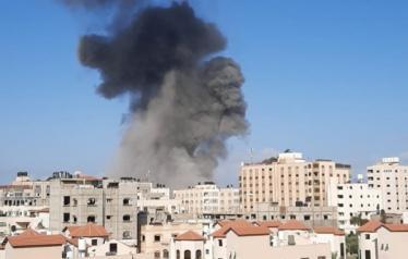 فلسطينيون بغزة يبادرون لفتح بيوتهم لأصحاب المنازل المهدمة