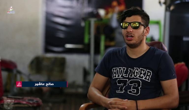 الشاب صالح عاشور يتحدى إعاقته بإرادة قوية وعزيمة مستمرة