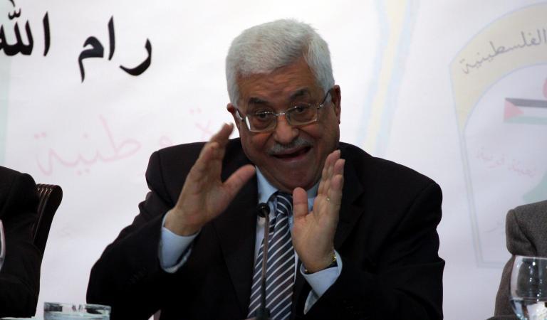 عباس يعلن تأجيل الانتخابات ضاربا بعرض الحائط الإجماع الوطني