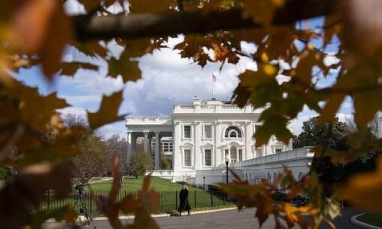 الكشف عن رسالة خفية على موقع البيت الأبيض في أعقاب تنصيب بايدن