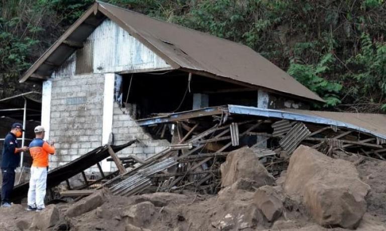 3 قتلى بزلزال متوسط هز جزيرة بالي الإندونيسية