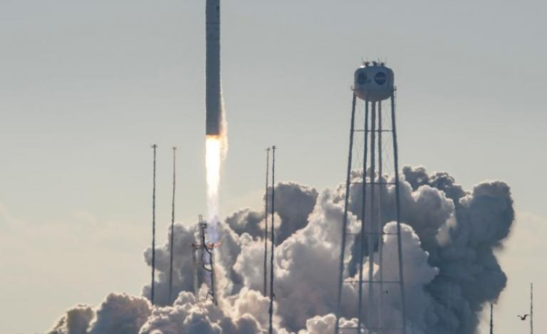 نجاح أول رحلة سياحية مأهولة إلى الفضاء