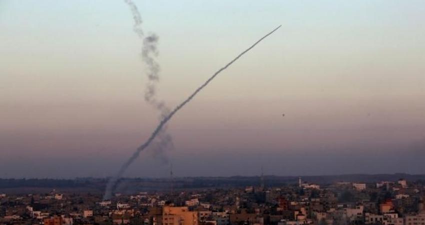 الإعلام العبري: حماس تطلق 4 صواريخ تجريبية